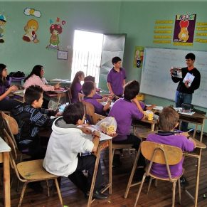 Volunteer teaching a class in Costa Rica