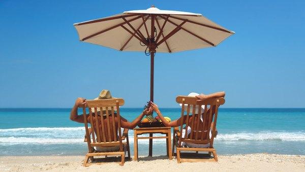 /cms/uploads/image/file/518084/isla-mujeres_pareja-en-playa-web.jpg
