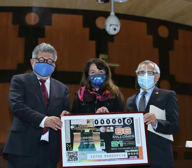 Fotografía de Plácido Morales Vázquez, Raúl Eduardo Bonifaz Moedano y Margarita González Saravia Calderón