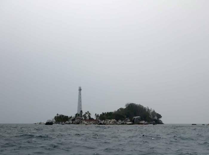 Ile de Lengkuas dans le Haze Belitung Indonésie