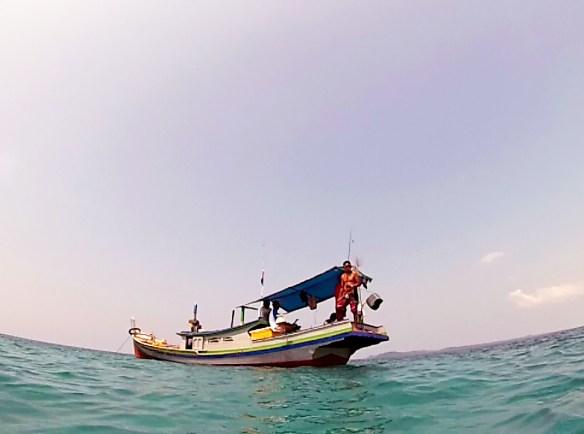 Hors de l'eau le bateau Belitung Indonesie