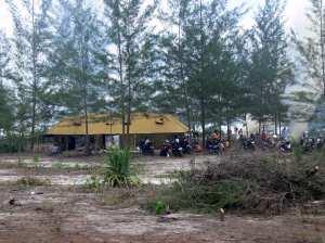 Tente-polisi-Belitung-Indonésie