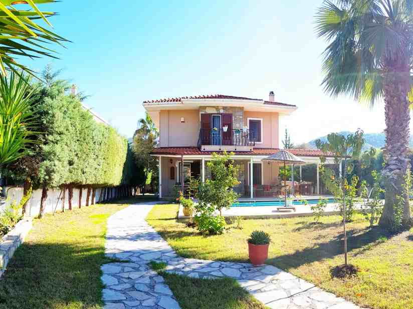 Centrally Located Holiday Villa with Private Garden