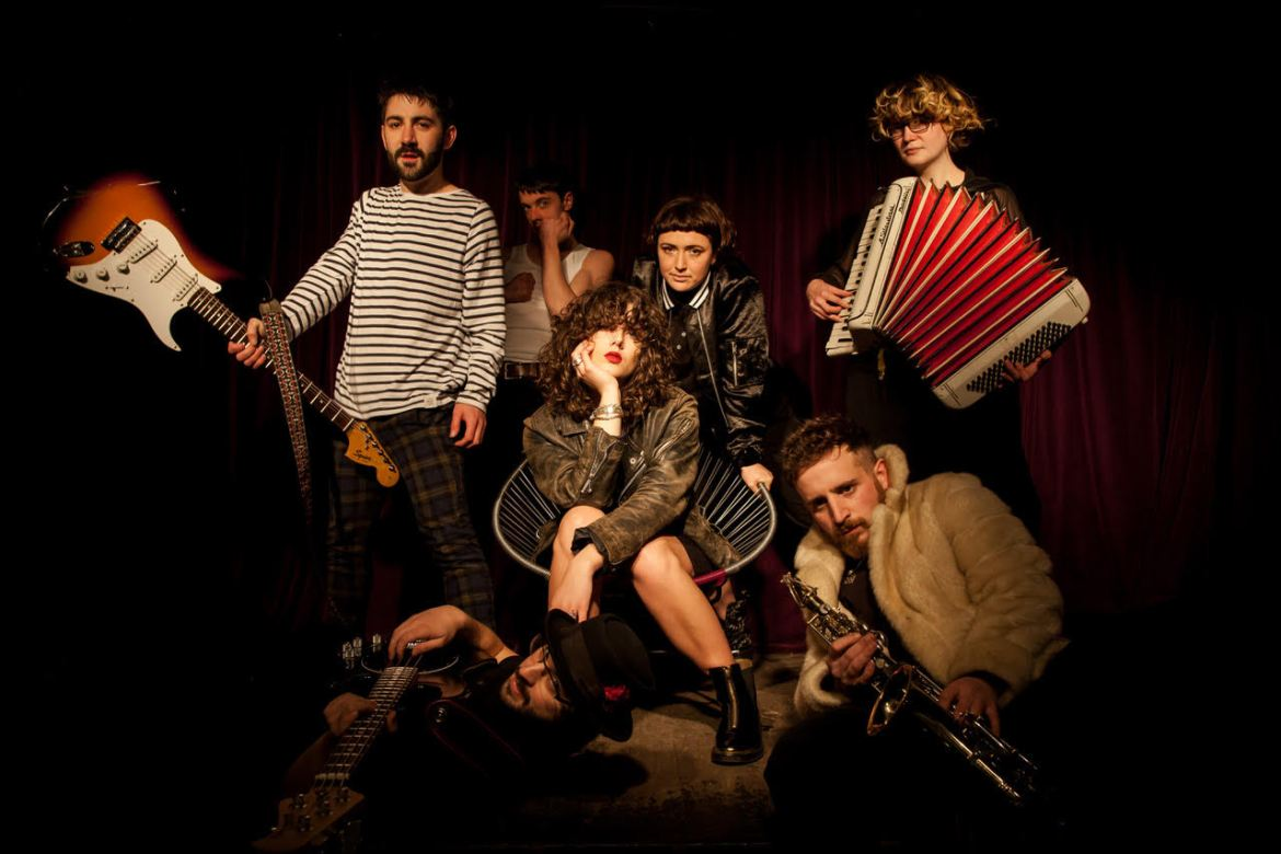 Exclusive: Holy Moly & The Crackers [ALBUM PREMIERE]