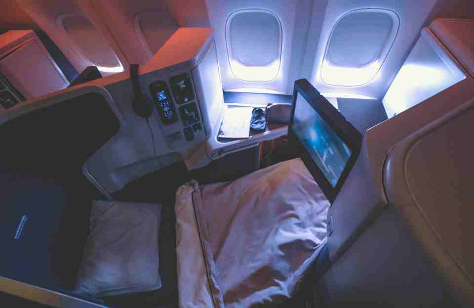 cathay_b777_business_class-11