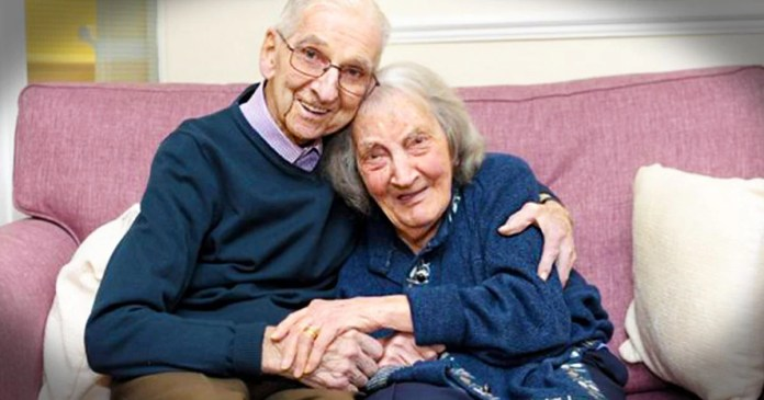 Husband reads to wife who has dementia so she remembers