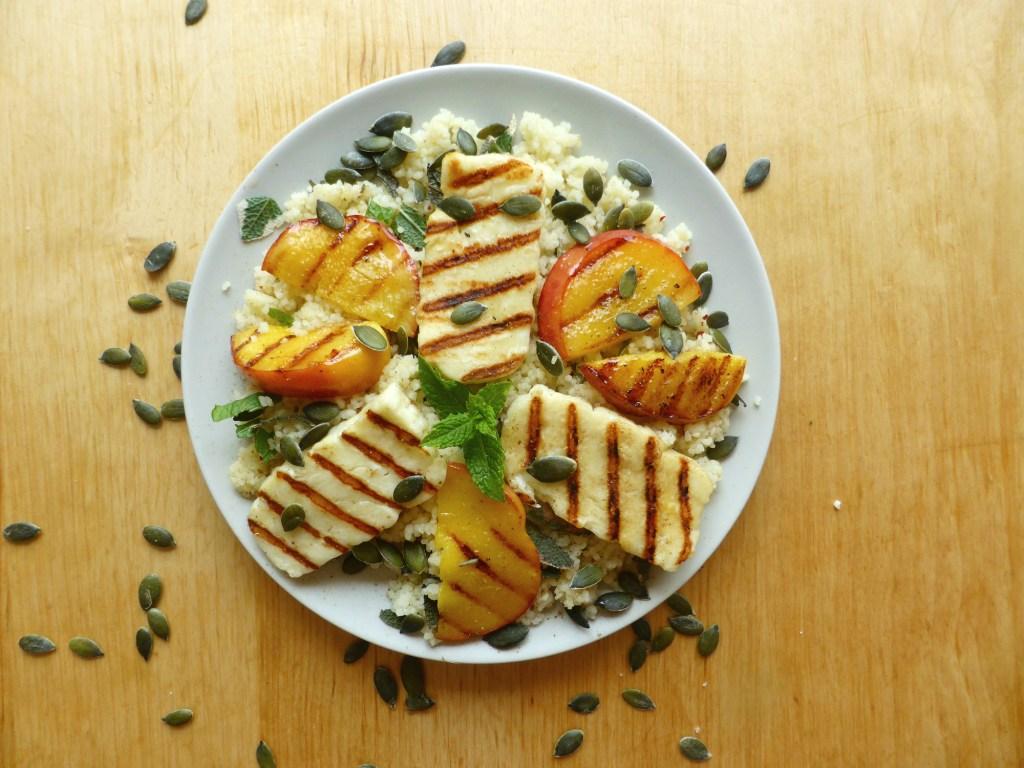 slaatje met couscous munt salie nectarine halloumie gegrild eenvoudig recept lunch gezond