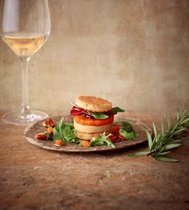 croque deluxe met foie gras en gerookte eendeborst