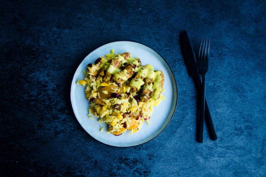 kleurrijke rijst met kipfilet an de dij goestjes weekmenu makkelijk hoofdgerecht