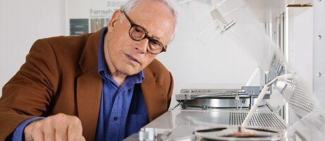 Der langjährige Chefdesigner von Braun, Dieter Rams, hat eine Reihe zeitloser Klassiker entworfen – vom Schallplattenspieler bis zum Taschenrechner.