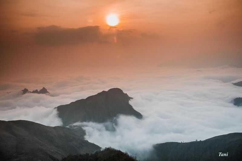 Bach Mong Luong Tu Mountain Photo