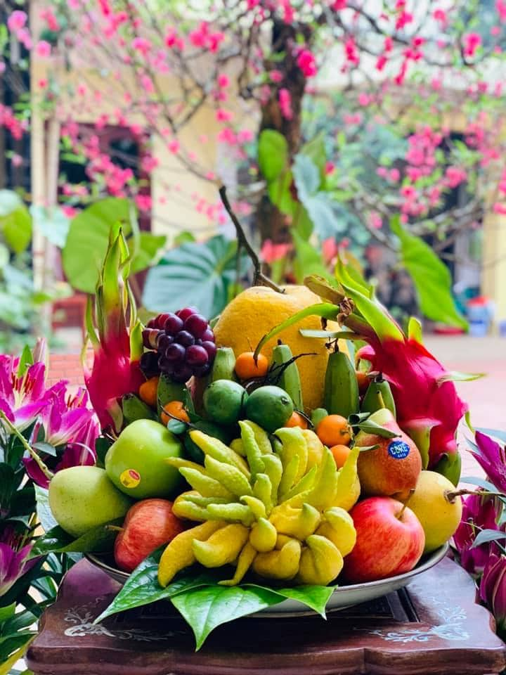 The five- fruits tray is an indispensable item on the ancestor altar during the Vietnamese New Year