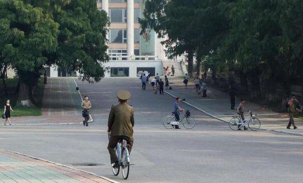 На что похожа жизнь простого гражданина Северной Кореи (ФОТО)