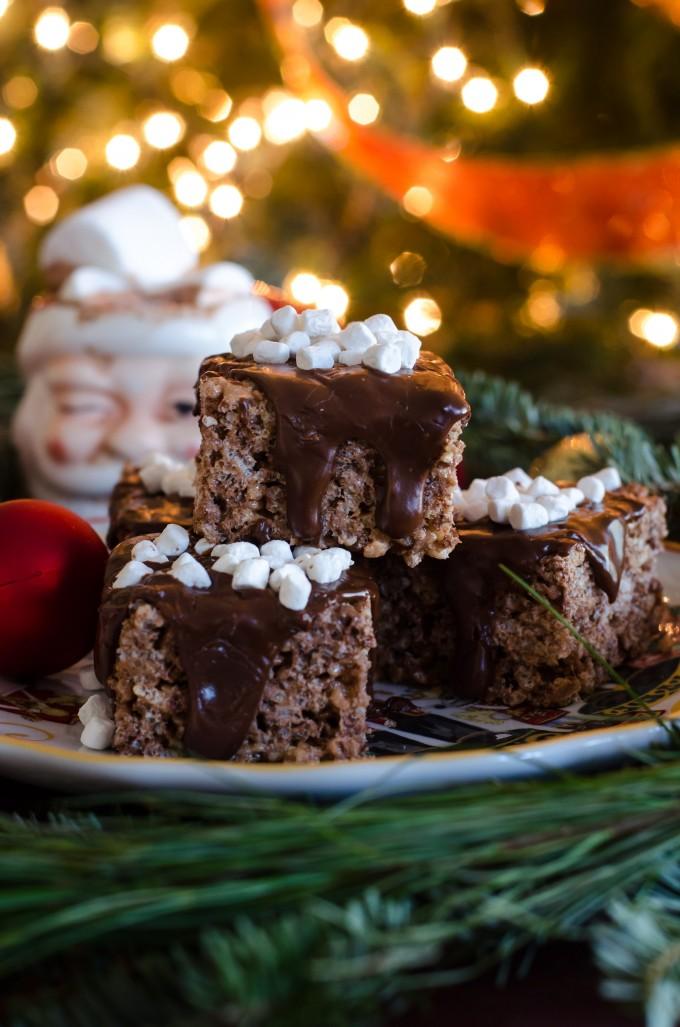 Hot Chocolate Rice Krispie Treats- a fast and easy holiday no-bake treat!! | @gogogogourmet