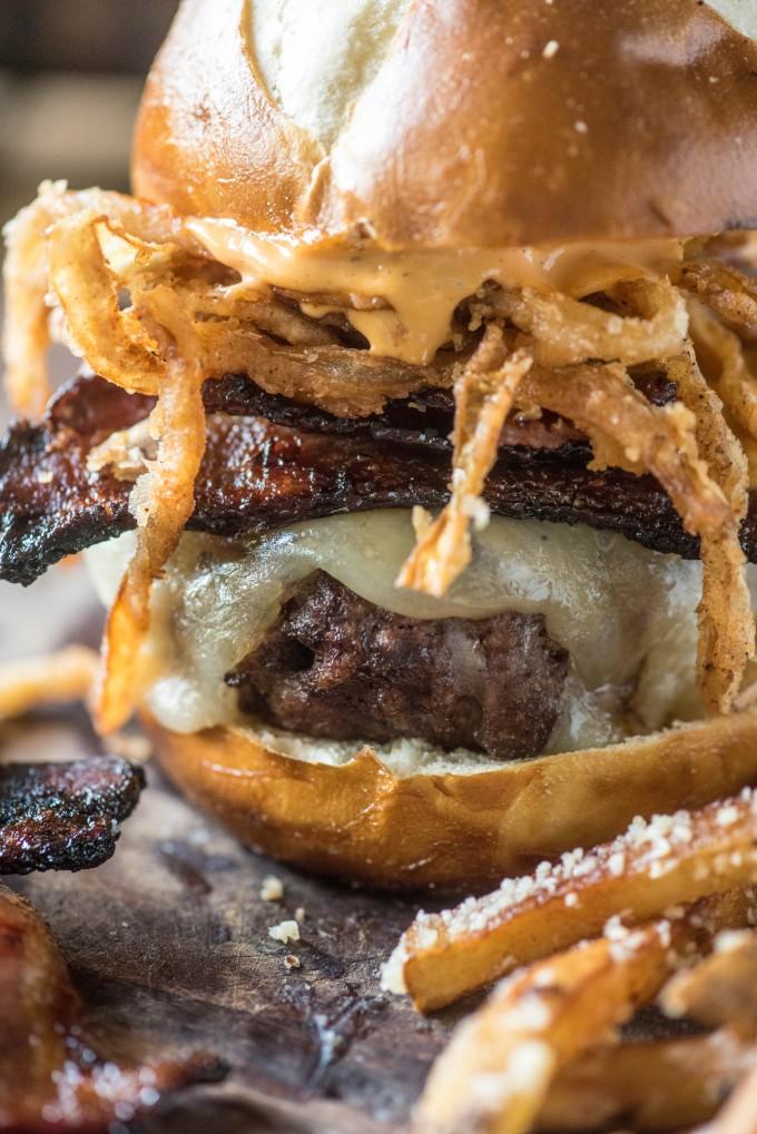 Spicy & Smoky Candied Bacon Burger | @gogogogourmet
