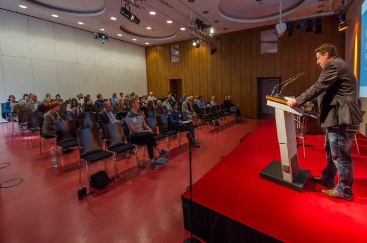 Moderator Alexander Yendell, Universität Leipzig; Foto: Andreas Reichelt