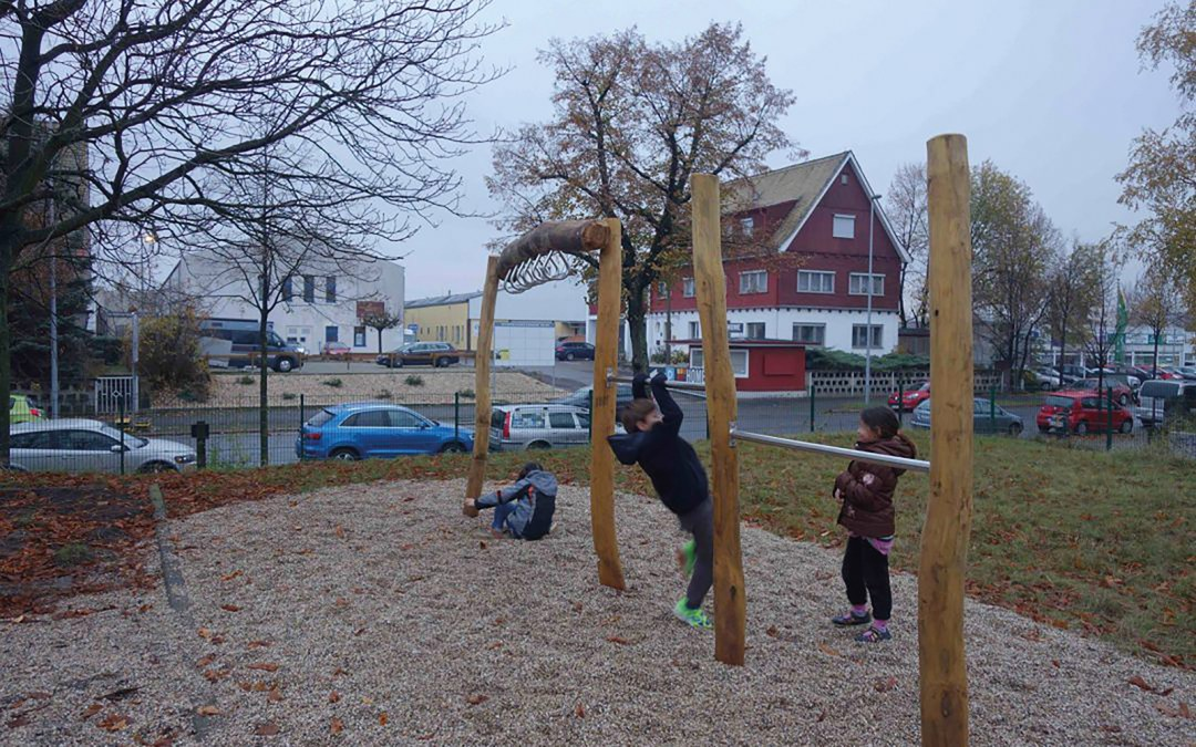 Ein Spielplatz für die  Gemeinschaftsunterkunft  Zschortauer Straße