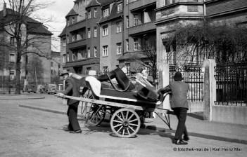 1948 Leipzig, Roßlauer Str. Umzug mit Tafelwagen, Pferdefuhrwerk