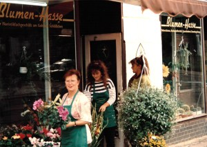 Blumen Hasse in den 90ern – links Karla Hasse, Mitte Kathi Mieth