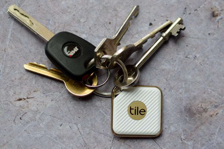 Tile bluetooth tracker - find lost keys