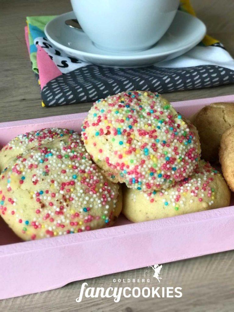 Gebackene Snickerdoodles mit bunten Zuckerstreuseln