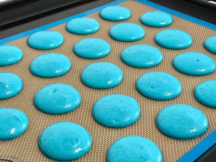 Krümelmonster-Macarons vor dem Backen