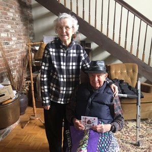 meals on wheels volunteer with customer at home
