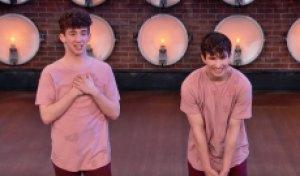 詹姆斯和詹姆斯在一起的时候,在一起,跳舞的时候,他们的舞蹈还是更好?[喘气]