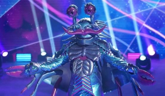 Crab evacuates 'Masked Singer' stage: 'I can't breathe'
