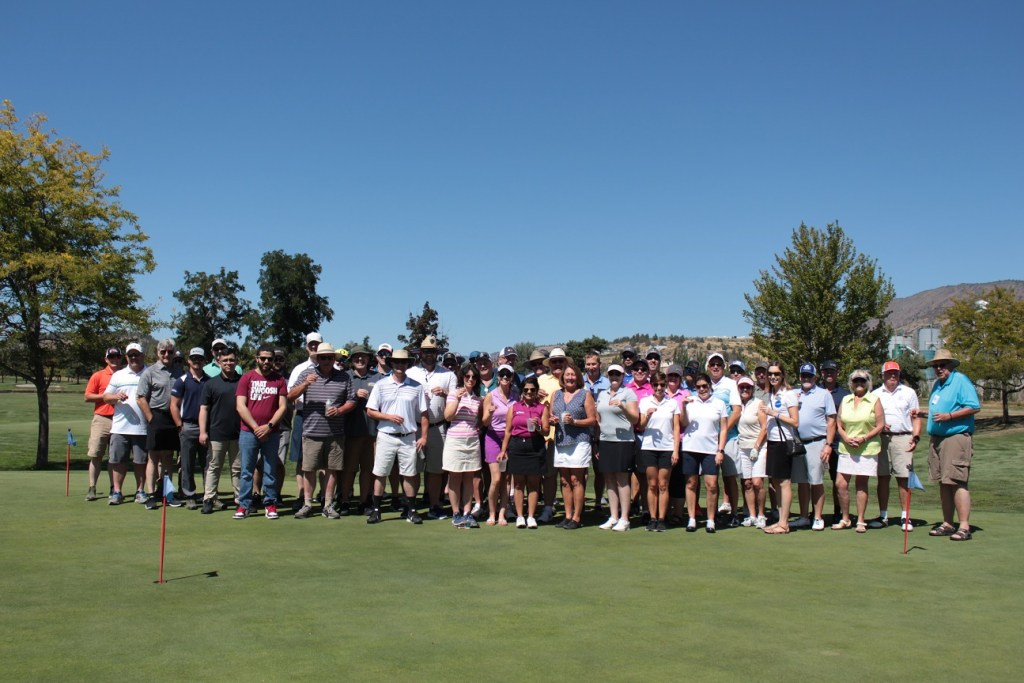 Gold Dust & Walker Farms' guests on the putting green at Harbor Links.