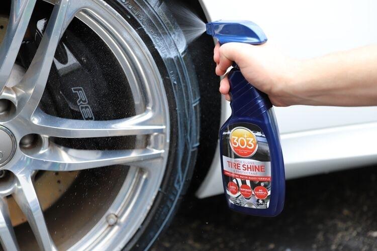 Получите глянцевое покрытие шин с 303 Tire Shine.