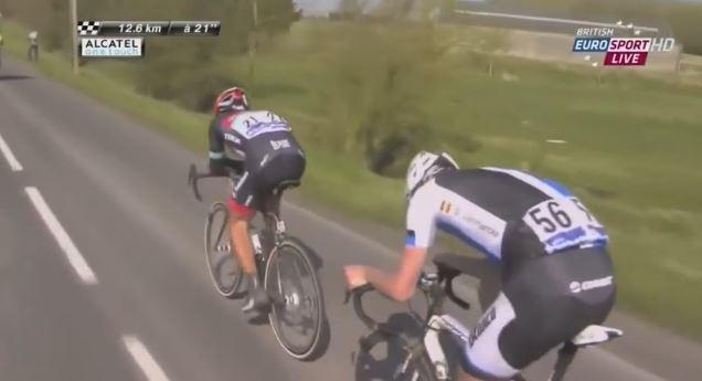 Fabian Cancellara vorne in relativ entspannter Zeitfahrhaltung, während sich Vanmarcke an seine Bremshebel krallt um dranzubleiben