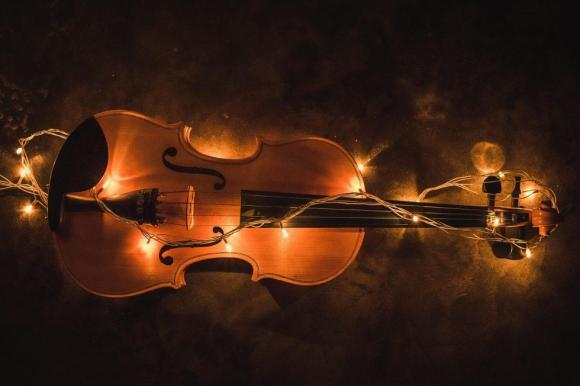 Let's hi-light the shape of the violin.  How did it happen?