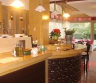 24€ από 51€ (Έκπτωση 53%) για Πλήρες Γεύμα 2 Ατόμων στην Γλυφάδα με γεύσεις που θα σας ταξιδέψουν στα μυστικά της Ανατολής στο Εστιατόριο «Το Λιβανέζικο»! Ζήστε αυτή τη γαστρονομική εμπειρία σε ένα αυθεντικό Λιβανέζικο χώρο που προκαλεί αίσθηση για τον παραδοσιακό τρόπο παρασκευής των εδεσμάτων! Για όσους ξέρουν να απολαμβάνουν καθετί ξεχωριστό μια θάλασσα γεύσεων τους περιμένει!!!