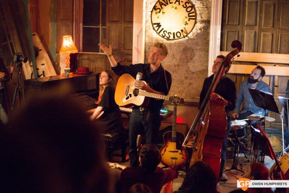 Glen Hansard plays an abondoned Georgian House (16 of 18)