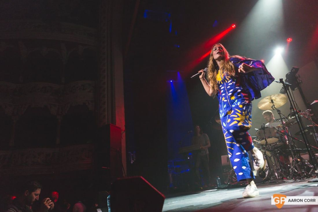 Maggie Rogers w-Haim at Olympia by Aaron Corr-1484