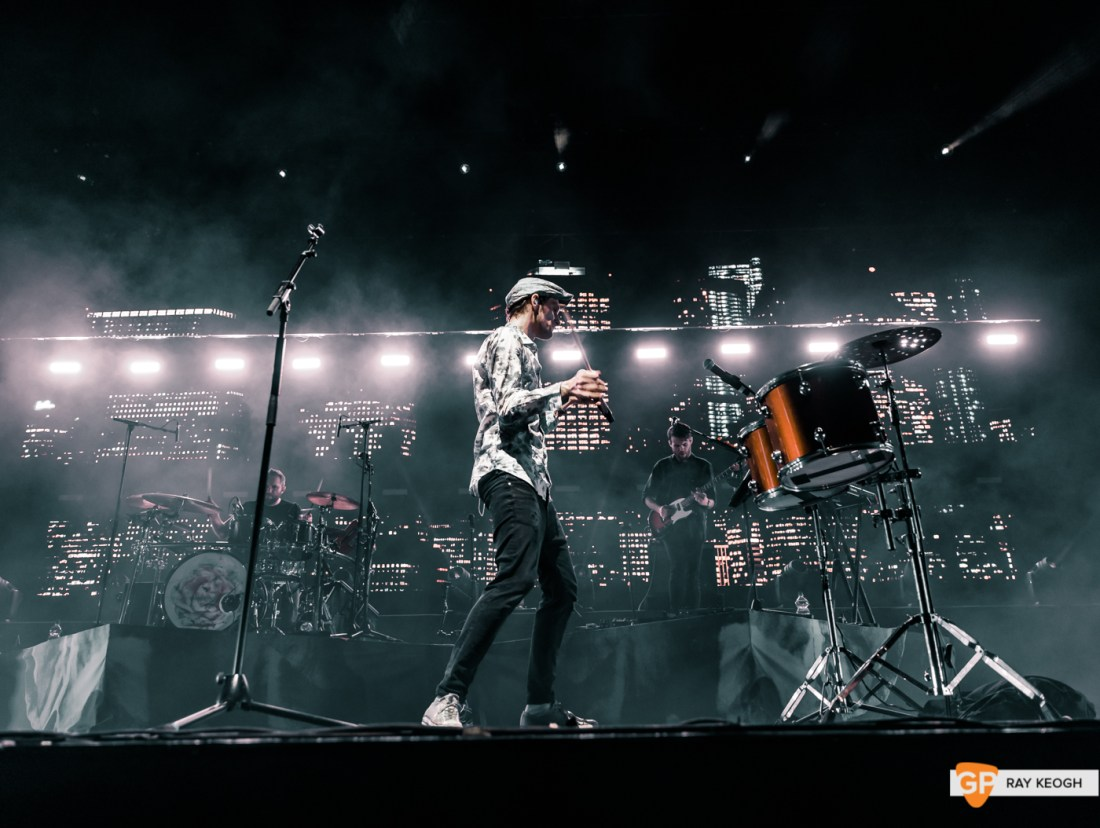 Walking on Cars – 3 Arena – Photo by Ray Keogh