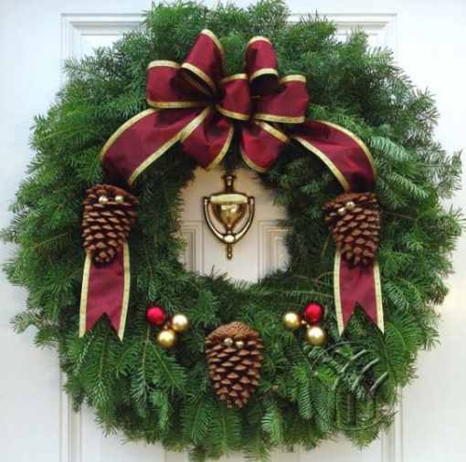 "Victorian Wreath  Style 25"" Christmas Wreath"