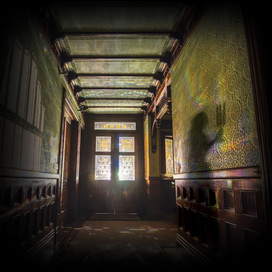 "popular ""hallowe'en candlelight tour'' at winchester mystery house"