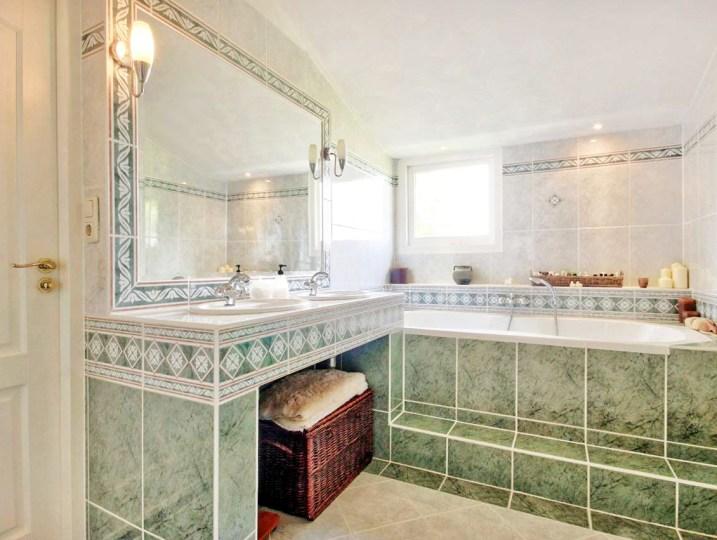 Badkkamer 1 - Ligbad