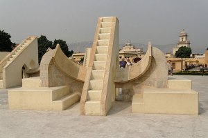 jantar-mantar-in-jaipur-holiday