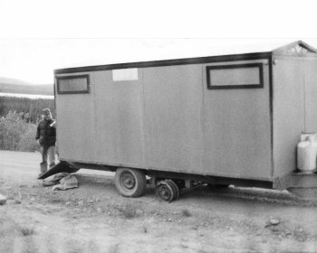 Trailer with broken wheel