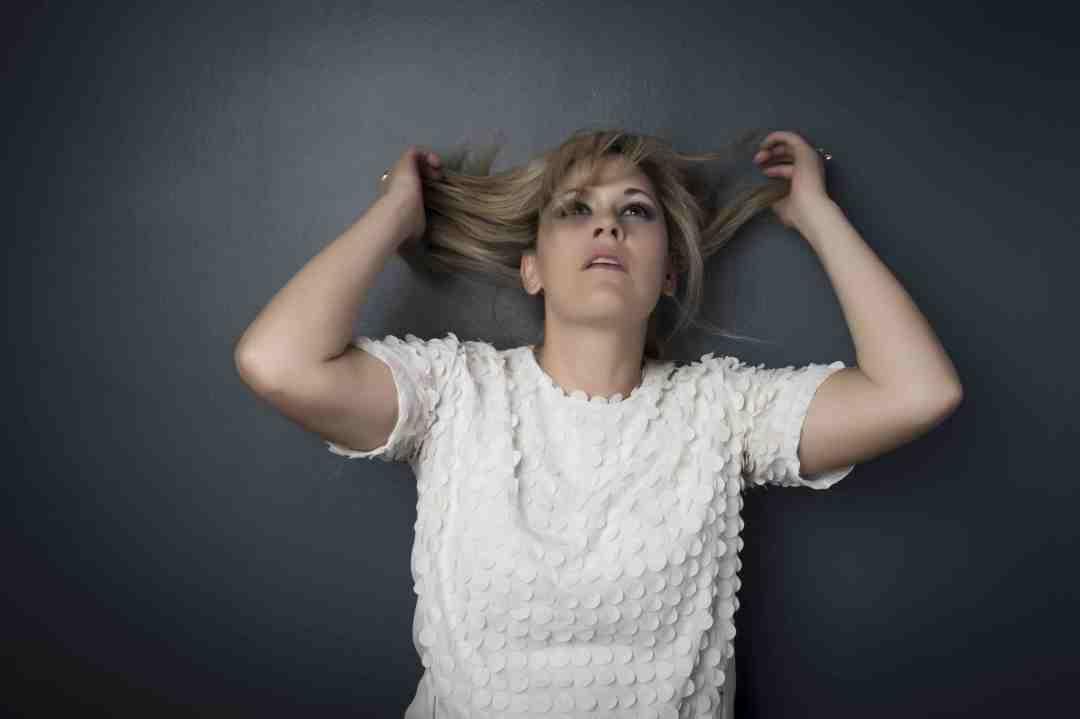 Lisa Goldin - grabing hair sml
