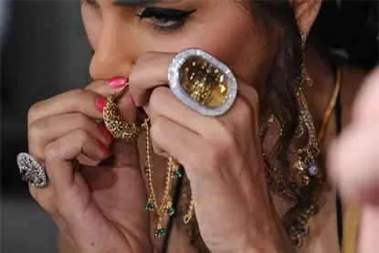Gold Prices Dipped by Rs115 to Settle at Rs 29300 - neal bhai reports