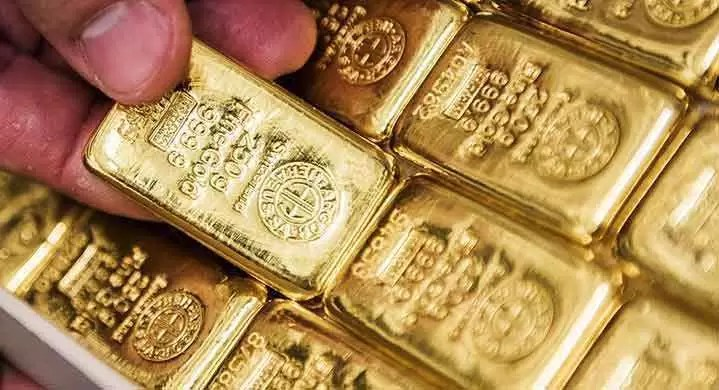 Gold Prices Climb as Dollar Weakens on EU-US Trade Woes