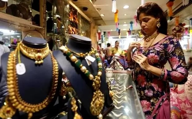 Gold Nudges Up But on Track for Worst Month Since November 2016
