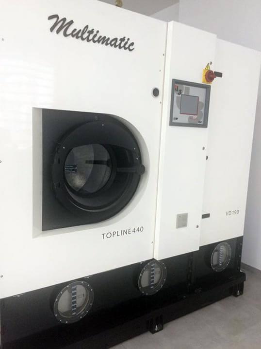 Textilreinigungsmaschine TOPLINE 440 und Lösemittel Sensene™