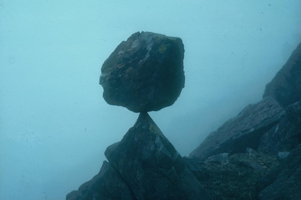 Andy Goldsworthy, Balanced Rock Misty, 1979, see www.goldsworthy.cc.gla.ac.uk
