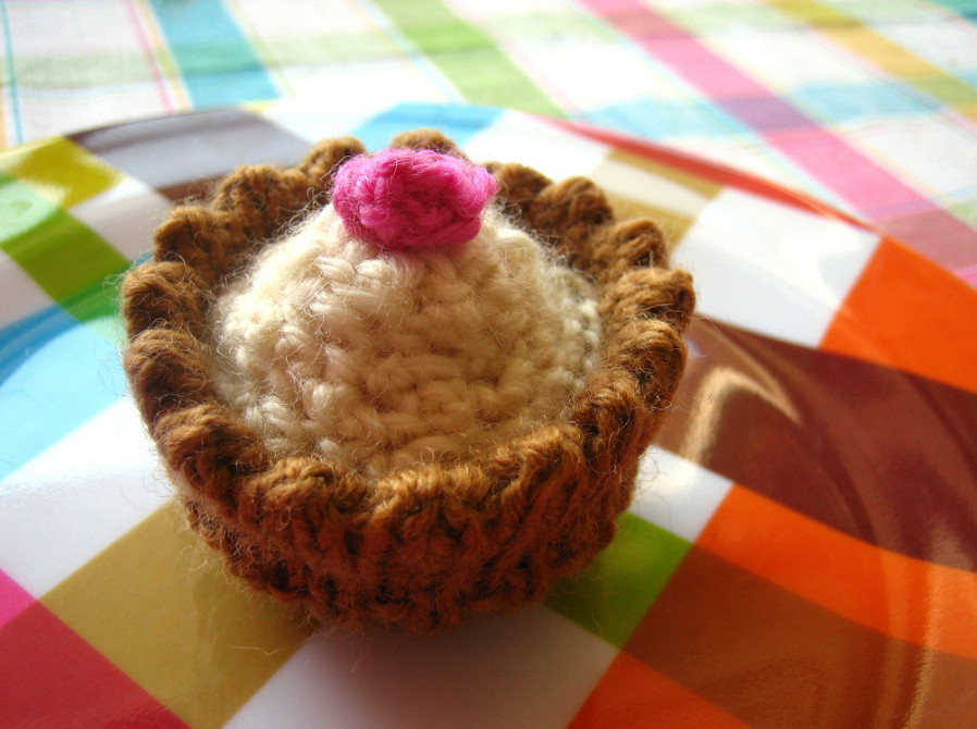 knitted-cupcake