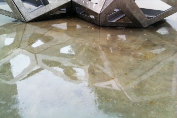 Richard Deacon's 'Congregate' in a puddle